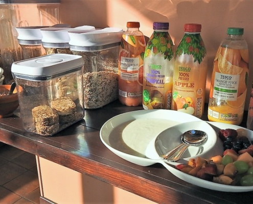 cereal and fruit juice buffet